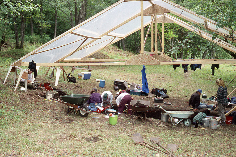 Plank house excavations under rain shelter, 1995